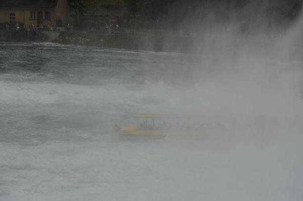 La Cascada Rinului, merită o zi dintr-o vacanță – Hai la