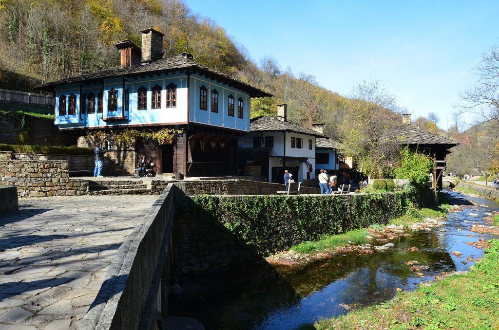 Muzeul Satului Etar, oază de autenticitate etnografică bulgărească ...