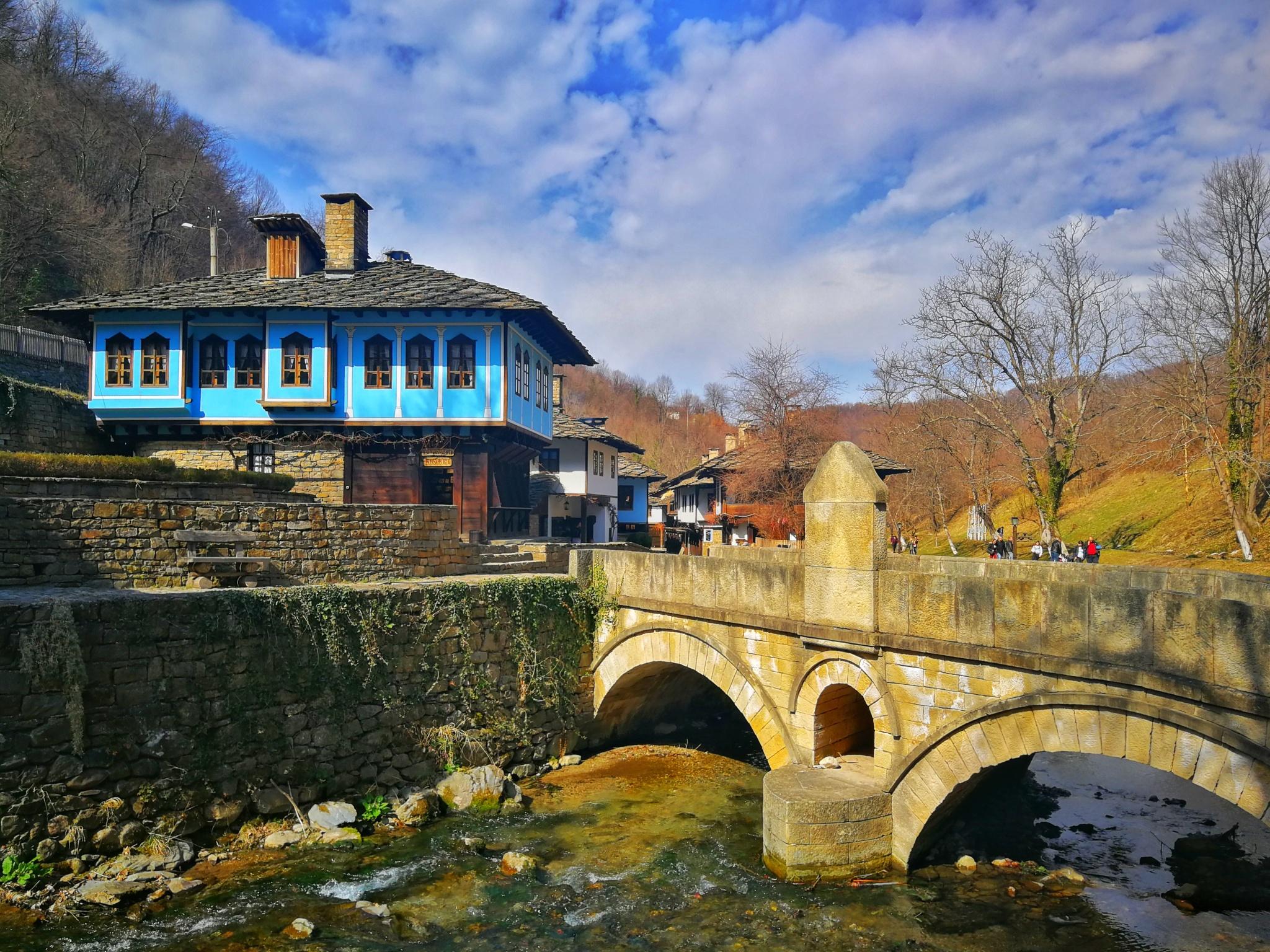 La Muzeul Satului Etar din Bulgaria. Plăcinte, cafea turcească și ...